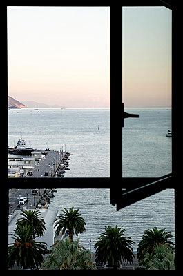 Window - p1017m946342 by Roberto Manzotti