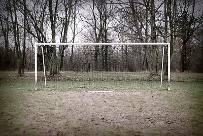 Fußballplatz im Winter - p9111162 von Kalanch-Oé