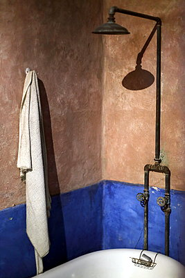 Old bathroom - p1063m1538363 by Ekaterina Vasilyeva