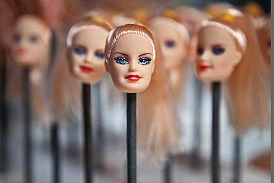 Doll heads - p1484m2149738 by Céline Nieszawer