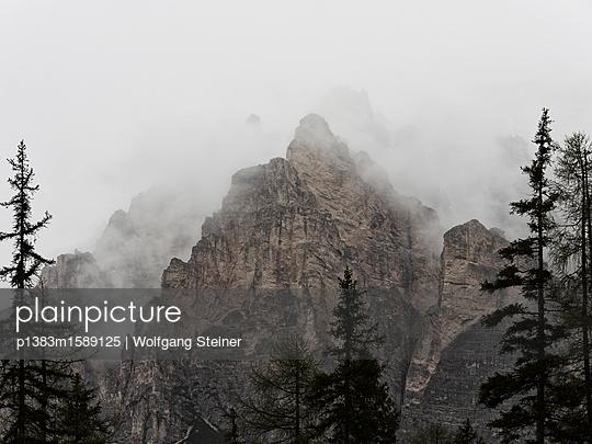 Felsen im Nebel - p1383m1589125 von Wolfgang Steiner