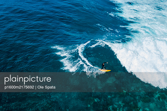 Portugal, Madeira, Surfing - p1600m2175692 by Ole Spata
