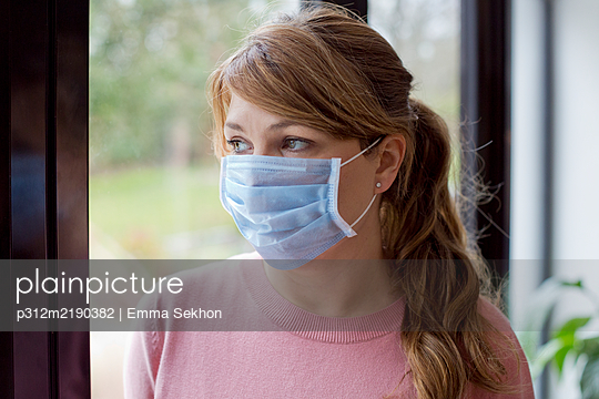 Woman wearing protective mask - p312m2190382 by Emma Sekhon