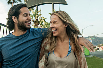 Young couple, outdoors, laughing - p429m1547840 by Seb Oliver