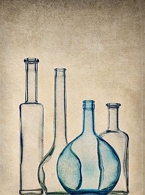 Leere Flaschen - p509m1486674 von Reiner Ohms