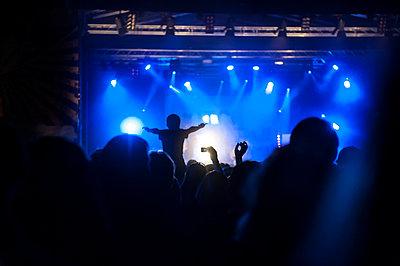 Rockkonzert - p830m1008285 von Schoo Flemming