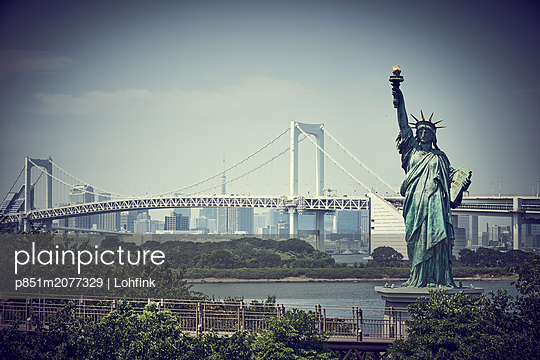 Statue of Liberty in Tokyo - p851m2077329 by Lohfink