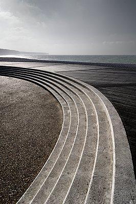 Verlassene Promenade - p1137m1091040 von Yann Grancher