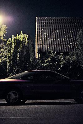 Kleinstadt bei Nacht - p863m1042978 von Philipp Schmitz