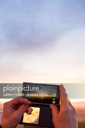 Sonnenuntergang im Visier - p335m1123045 von Andreas Körner