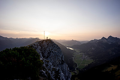 Hiker on viewpoint during sunset, Gaichtspitze, Tyrol, Austria - p300m2206849 by Matthias Aletsee