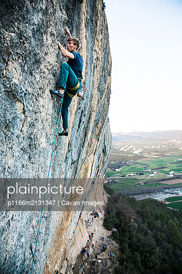 Climber high above the ground in Spain - p1166m2131347 by Cavan Images