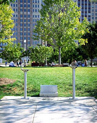USA, Chicago, Millenium Park, water dispensers - p2680629 by Arne Landwehr