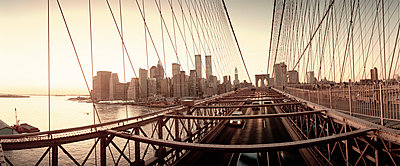 Brooklyn Bridge and Manhattan skyline, USA - p3012189f by fStop