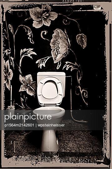 Wandmalerei in einer Toilette - p1564m2142601 von wpsteinheisser