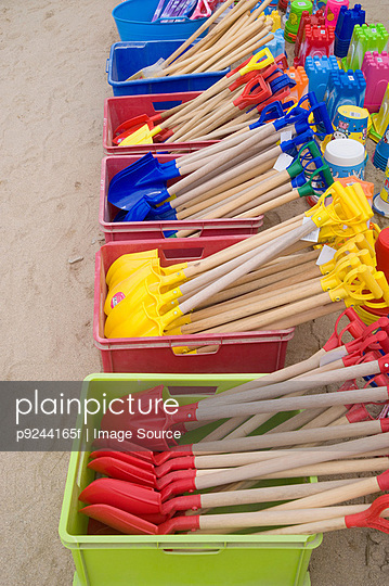 Beach spades at newquay - p9244165f by Image Source