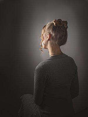 Hübsches junges Mädchen - p1376m2168656 von Melanie Haberkorn