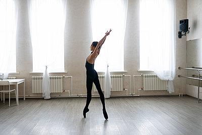 Dancer - p1646m2289337 by Slava Chistyakov