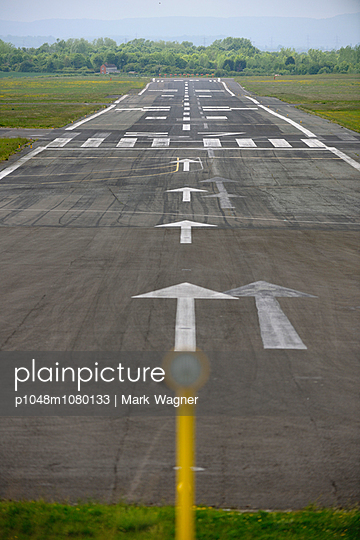 Runway 27 - p1048m1080133 by Mark Wagner