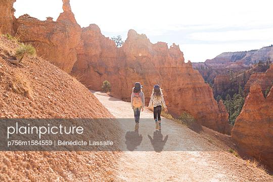 Wandern - p756m1584559 von Bénédicte Lassalle