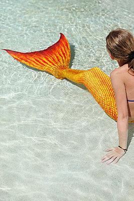 Meerjungfrau macht Pause - p045m925830 von Jasmin Sander