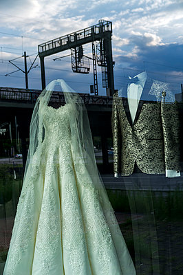 Wedding dress in display window - p229m1461313 by Martin Langer