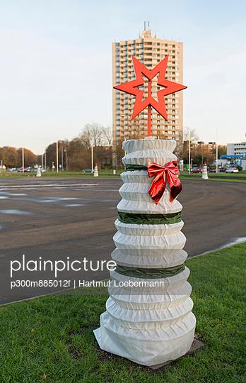 Christmas decoration at Europaplatz - p300m885012f by Hartmut Loebermann
