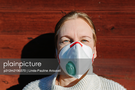 Woman wearing protective mask - p312m2190370 by Linda-Pauline Arousell