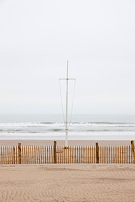 Beach in winter - p248m966628 by BY