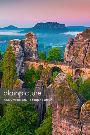 Germany, Saxony, Sächsische Schweiz, Elbsandstein Mountains, Bastei Bridge, Sächsische Schweiz Nationalpark (Saxon Switzerland National Park), dawn - p1377m2049587 by Olimpio Fantuz
