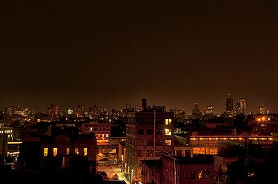 Nacht über Brooklyn - p470m1190125 von Ingrid Michel