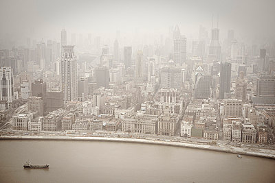 Air pollution - p8560040 by Pierre Baelen