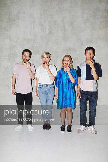 Four friends with melon - p276m2115572 by plainpicture