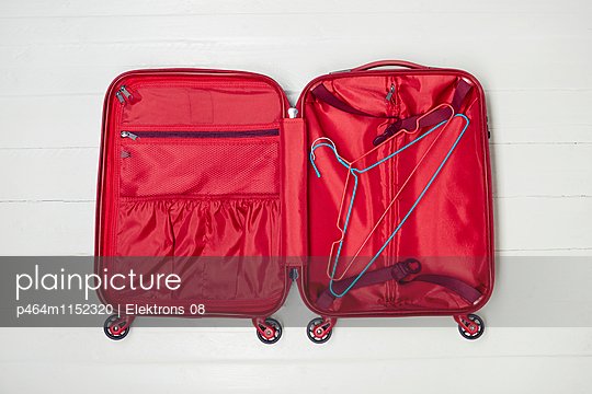 Koffer packen - p464m1152320 von Elektrons 08