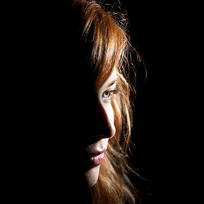 Junge Frau im Profil - p1051101 von André Schuster
