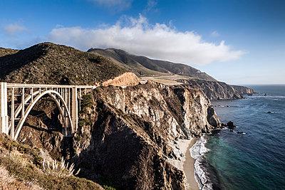 Bixby Bridge along the coastline of Big Sur, California - p1094m971527 by Patrick Strattner