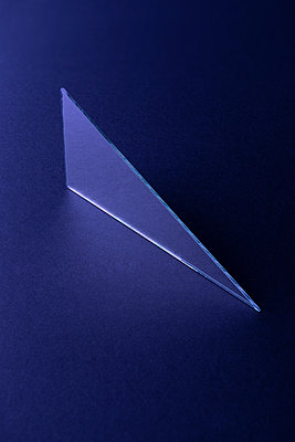 Triangle shaped mirror on dark blue ground, 3D Rendering - p300m2028881 by Dreava Bogdan