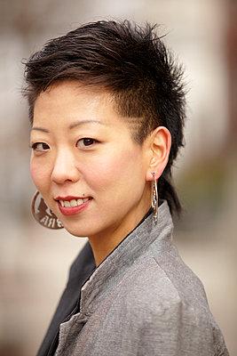 Smiling Korean woman - p555m1479871 by Granger Wootz