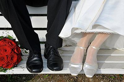 Bride and groom - p011m866465 by Daniela Podeus
