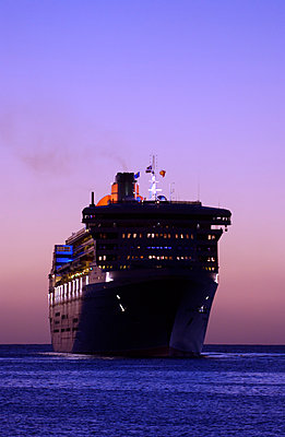QM2 - p1048m1029558 by Mark Wagner