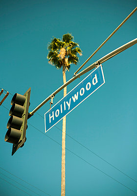 Overhead traffic lights, Hollywood, Los Angeles, California, USA - p429m1012856f by Seb Oliver