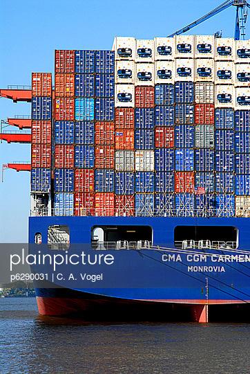 Containerschiff im Hafen - p6290031 von C. A. Vogel