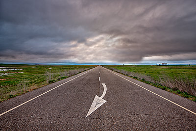 Spain, Province of Zamora, empty road under cloudy sky - p300m1206021 by David Santiago Garcia