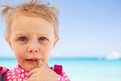 Close-up portrait of messy girl at beach against sky - p1166m1209807 by Cavan Images