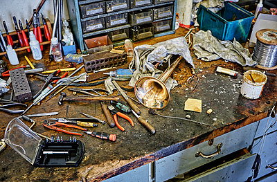 Workbench of an instrument maker with tools and trumpet - p300m1156829 by Dirk Kittelberger
