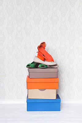 Nur Schuhe - p454m1143709 von Lubitz + Dorner