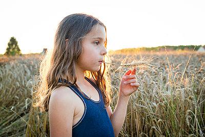 Naturkind - p756m1181652 von Bénédicte Lassalle