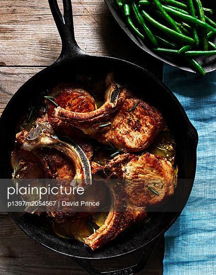 Schweinekoteletts - p1397m2054567 von David Prince