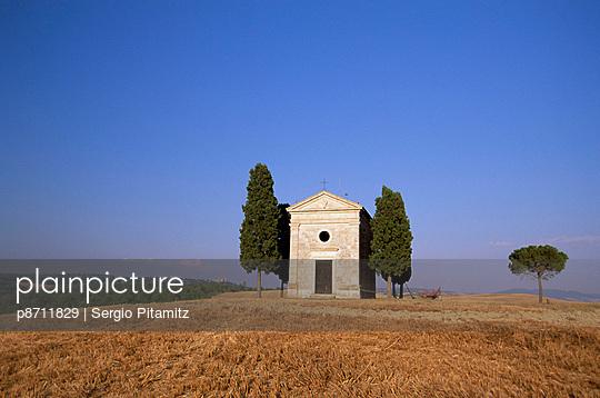 Vitaleta Christian chapel near Pienza, Val d\'Orcia, Siena Province, Tuscany, Italy, Europe