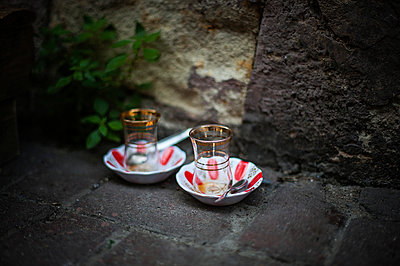 Turkish tea - p1007m959836 by Tilby Vattard